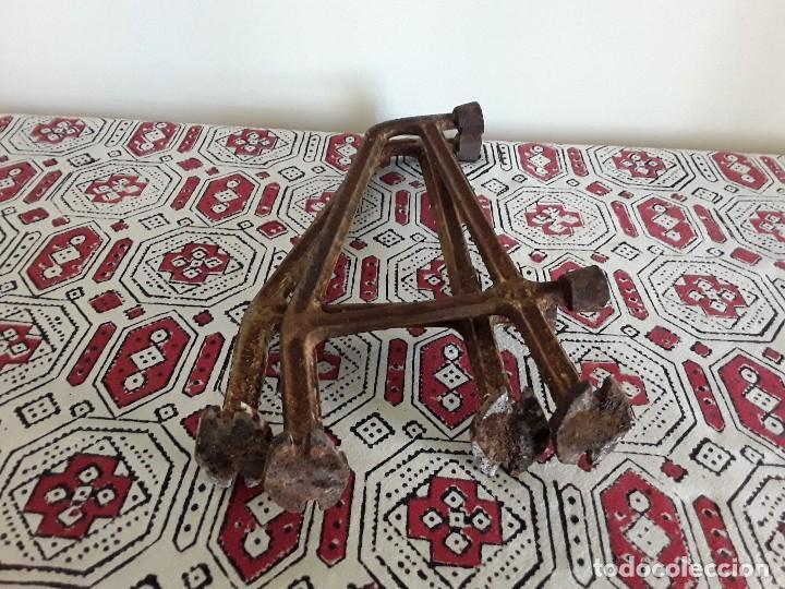 Antigüedades: Antiguos soportes de hierro para lavabo - Foto 8 - 128784015