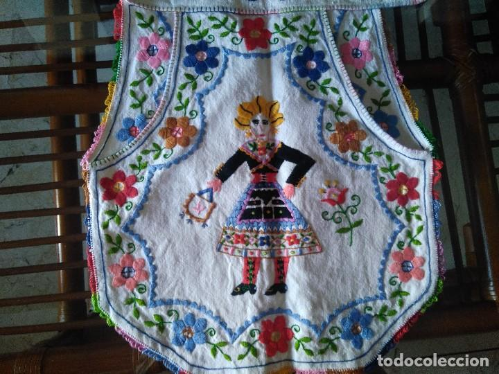 Antigüedades: ANTIGUO MANDIL O DELANTAL BORDADO A MANO. LAGARTERA. - Foto 4 - 128803519