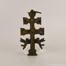 Antigüedades: ANTIGUA CRUZ DE CARAVACA DE BRONCE. Lote 128809715