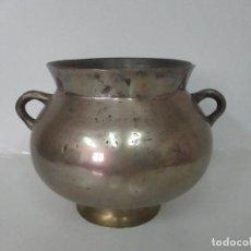 Antigüedades: ANTIGUA OLLA CON SALVAMANTELES - BRONCE - PESO OLLA 10 KG - S. XVIII. Lote 128840131