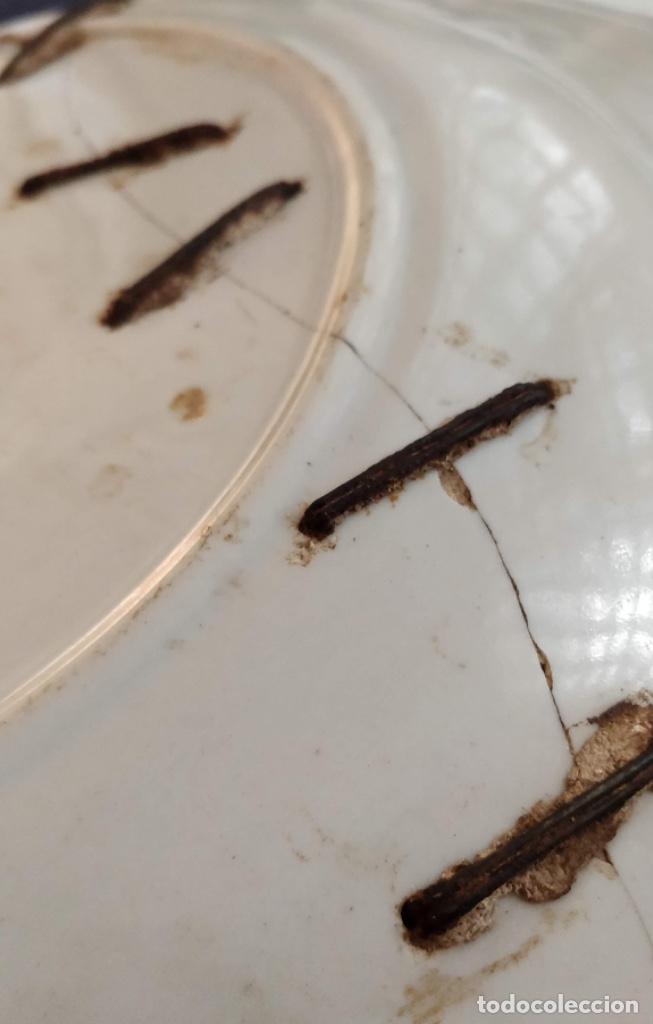 Antigüedades: Antiquísimo plato, catalán o manises, lañado, 35 cm , finales del S. XIX - Foto 4 - 128847339