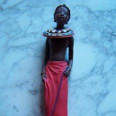 Antigüedades: FIGURA DE RESINA NIÑA MAASAI . MARCA EN PARTE INFERIOR SOUL JOURNEY/ NONI/ LITTLE TREASURE, 2001.. Lote 128848615