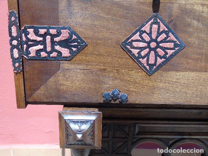 Antigüedades: ANTIGUO BARGUEÑO CON PIES, DE NOGAL Y HERRAJES. PRINCIPIO SG XX - Foto 9 - 128849635