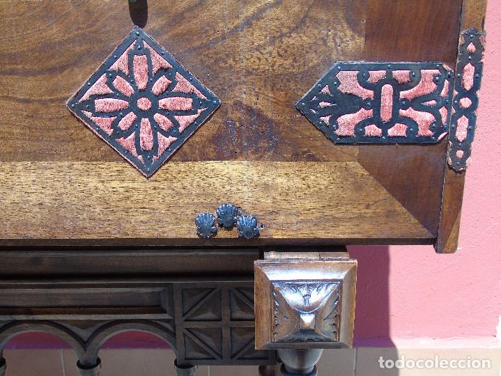Antigüedades: ANTIGUO BARGUEÑO CON PIES, DE NOGAL Y HERRAJES. PRINCIPIO SG XX - Foto 10 - 128849635