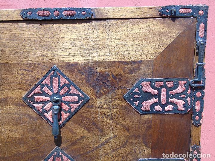 Antigüedades: ANTIGUO BARGUEÑO CON PIES, DE NOGAL Y HERRAJES. PRINCIPIO SG XX - Foto 11 - 128849635