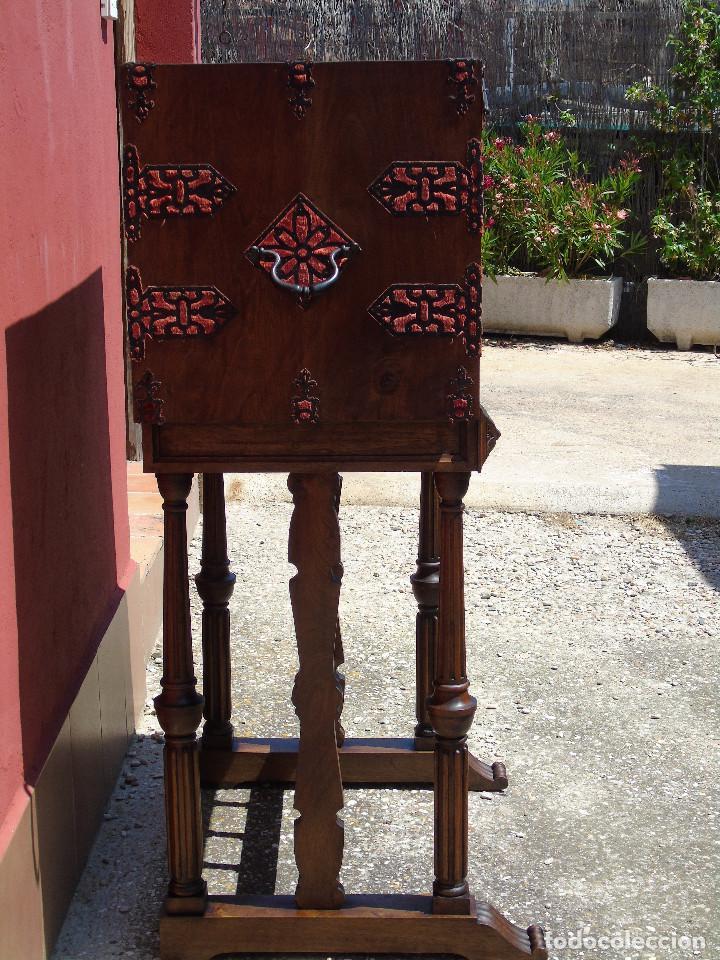 Antigüedades: ANTIGUO BARGUEÑO CON PIES, DE NOGAL Y HERRAJES. PRINCIPIO SG XX - Foto 17 - 128849635
