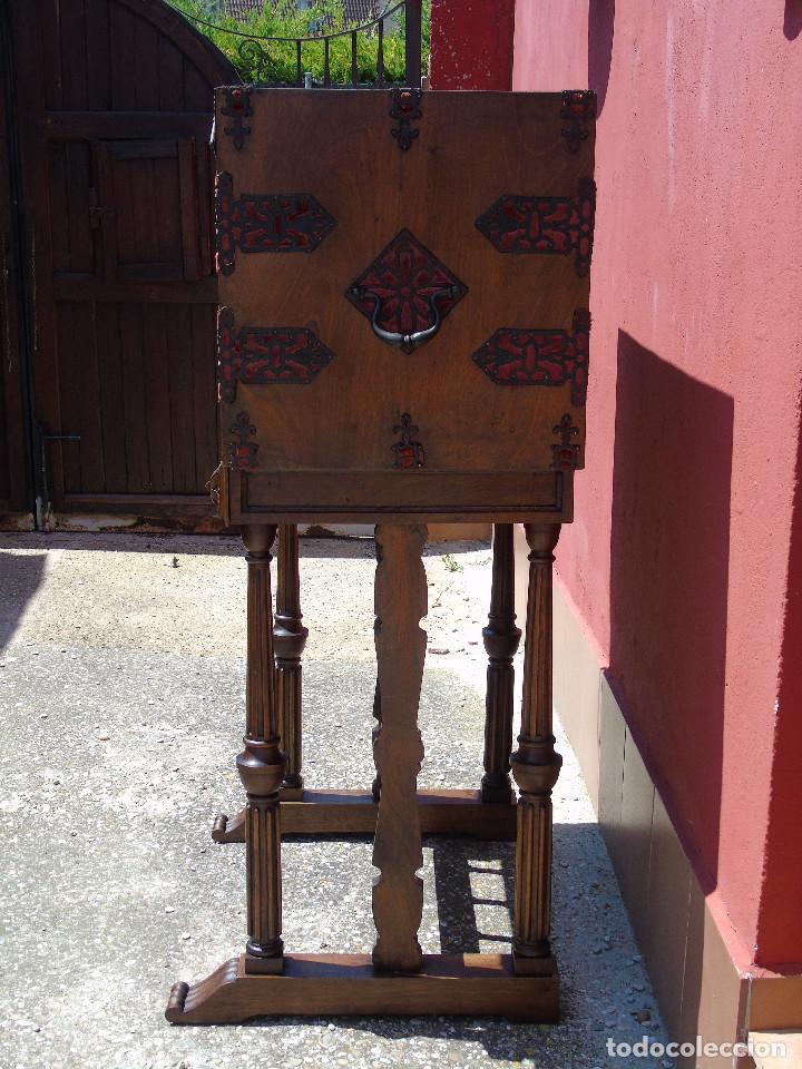 Antigüedades: ANTIGUO BARGUEÑO CON PIES, DE NOGAL Y HERRAJES. PRINCIPIO SG XX - Foto 21 - 128849635