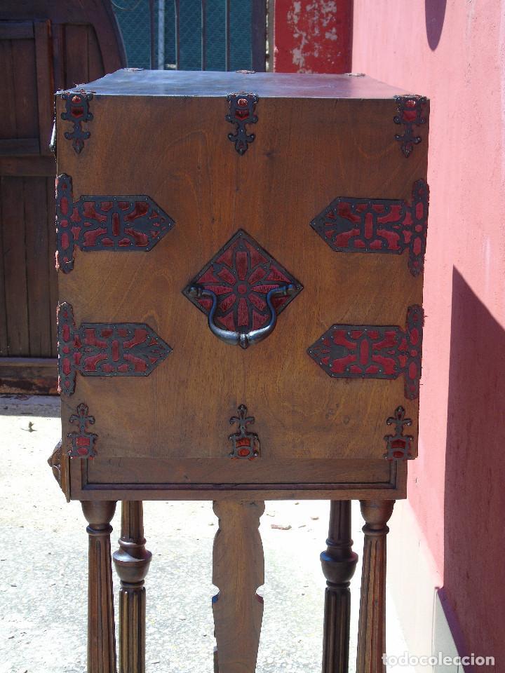 Antigüedades: ANTIGUO BARGUEÑO CON PIES, DE NOGAL Y HERRAJES. PRINCIPIO SG XX - Foto 22 - 128849635