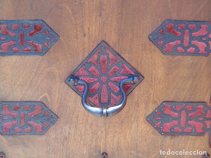 Antigüedades: ANTIGUO BARGUEÑO CON PIES, DE NOGAL Y HERRAJES. PRINCIPIO SG XX - Foto 24 - 128849635