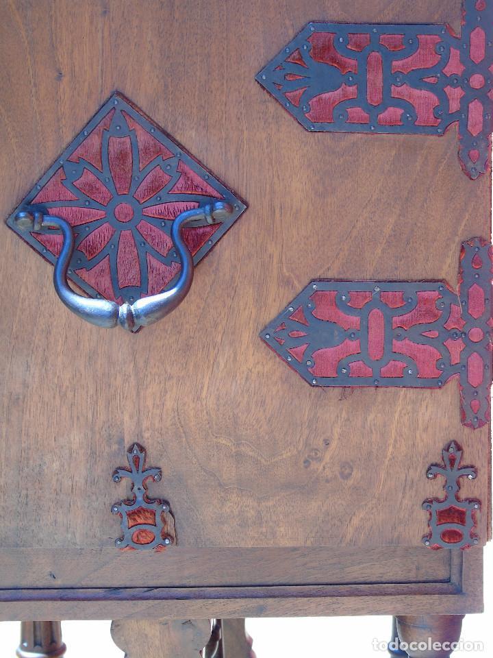 Antigüedades: ANTIGUO BARGUEÑO CON PIES, DE NOGAL Y HERRAJES. PRINCIPIO SG XX - Foto 25 - 128849635