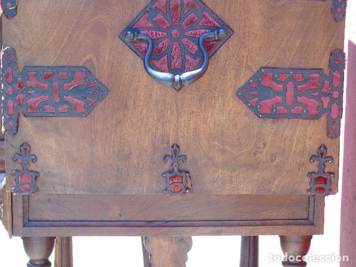 Antigüedades: ANTIGUO BARGUEÑO CON PIES, DE NOGAL Y HERRAJES. PRINCIPIO SG XX - Foto 26 - 128849635