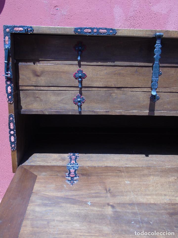 Antigüedades: ANTIGUO BARGUEÑO CON PIES, DE NOGAL Y HERRAJES. PRINCIPIO SG XX - Foto 30 - 128849635