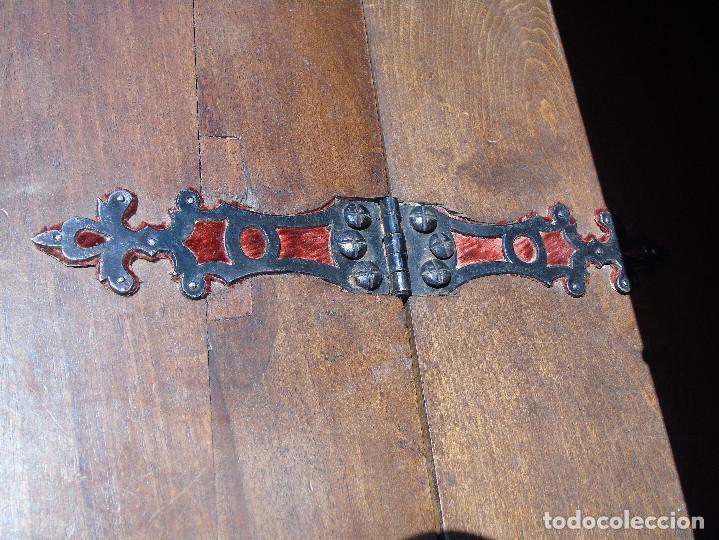 Antigüedades: ANTIGUO BARGUEÑO CON PIES, DE NOGAL Y HERRAJES. PRINCIPIO SG XX - Foto 34 - 128849635