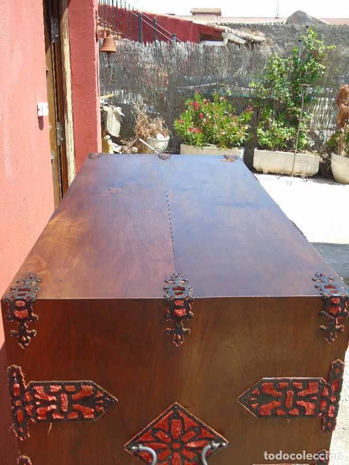 Antigüedades: ANTIGUO BARGUEÑO CON PIES, DE NOGAL Y HERRAJES. PRINCIPIO SG XX - Foto 37 - 128849635
