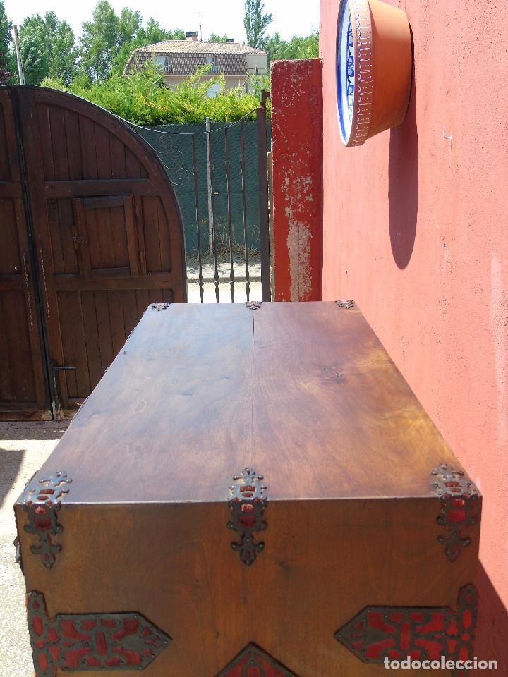 Antigüedades: ANTIGUO BARGUEÑO CON PIES, DE NOGAL Y HERRAJES. PRINCIPIO SG XX - Foto 38 - 128849635