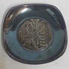 Antigüedades: VACIABOLSILLOS DE ALPACA CON MEDALLA CENTRAL. Lote 128861999