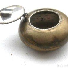 Antigüedades: CENICERO DE VIAJE EN BRONCE 6 CMS DIÁMETRO Y 4 DE ALTURA PERFECTO. Lote 128872651