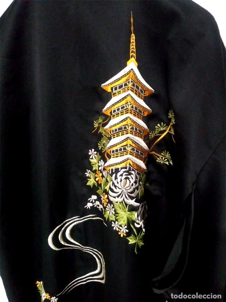 Antigüedades: Bata China bordada, como nueva. - Foto 2 - 128876395