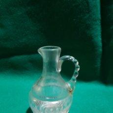 Antigüedades: VINAJERA SIGLO XIX DE CRISTAL TALLADO POSIBLEMENTE DE LA GRANJA. Lote 128880412