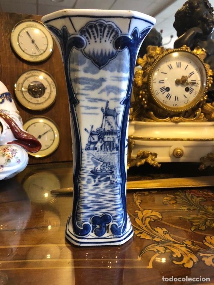 JARRON HOLANDÉS DELFT. PINTADO A MANO. NUMERADO. (Antigüedades - Porcelana y Cerámica - Holandesa - Delft)