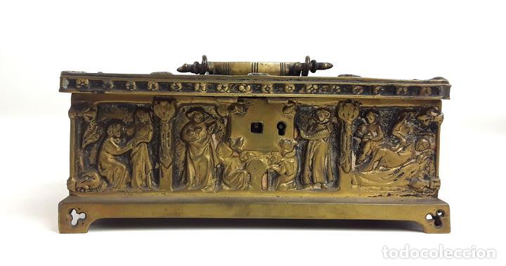 COFRE DE BRONCE. OLIVELLA HERMANOS. BARCELONA. SIGLO XIX-XX. (Antiquitäten - Wohnen und Dekoration - Antike Dosen und Kisten)