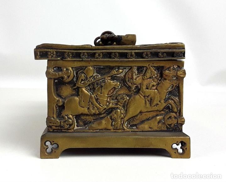Antiquitäten: COFRE DE BRONCE. OLIVELLA HERMANOS. BARCELONA. SIGLO XIX-XX. - Foto 3 - 155818070