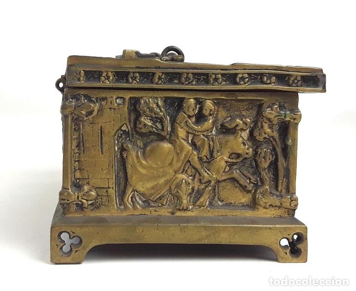 Antiquitäten: COFRE DE BRONCE. OLIVELLA HERMANOS. BARCELONA. SIGLO XIX-XX. - Foto 4 - 155818070
