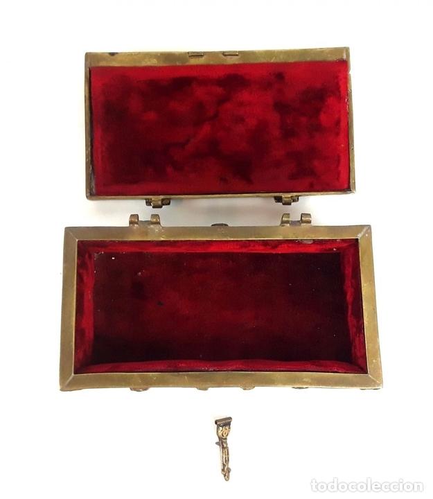 Antiquitäten: COFRE DE BRONCE. OLIVELLA HERMANOS. BARCELONA. SIGLO XIX-XX. - Foto 7 - 155818070