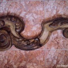 Antigüedades: (ANT-180755)LOTE DE 2 ADORNOS DE MADERA POLICROMADA PARA ALTAR - SIGLO XIX. Lote 128897375