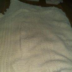 Antigüedades: ANTIGUA COLCHA GANCHILLO ALGODON 240X220. Lote 128899815