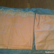 Antigüedades: SABANA ROSA 240X150 + ALMOHADON BORDADO Y PUNTILLA. Lote 128900111