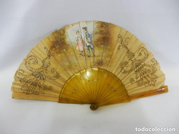 ABANICO 1890 PINTADO A MANO EN ASTA Y BORDADO CON HILOS DE ORO, ESCENA CORTESANA (Antigüedades - Moda - Abanicos Antiguos)