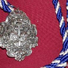 Antigüedades: SEMANA SANTA SEVILLA - MEDALLA CON CORDON DE LA HERMANDAD DE LOS NEGRITOS. Lote 129486366