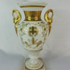 Antigüedades: ANFORA VIEUX PARIS AÑOS 1800-1820 EN PORCELANA CON GRAN CRUZ CENTRAL. DE IGLESIA O CAPILLA. Lote 128907827