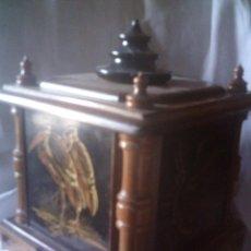 Antigüedades: CAJA ORIENTAL DE MADERA Y LACA, PAGODA, MITAD S.XX. MIDE 23 X 18 X18 CM.. Lote 128908187