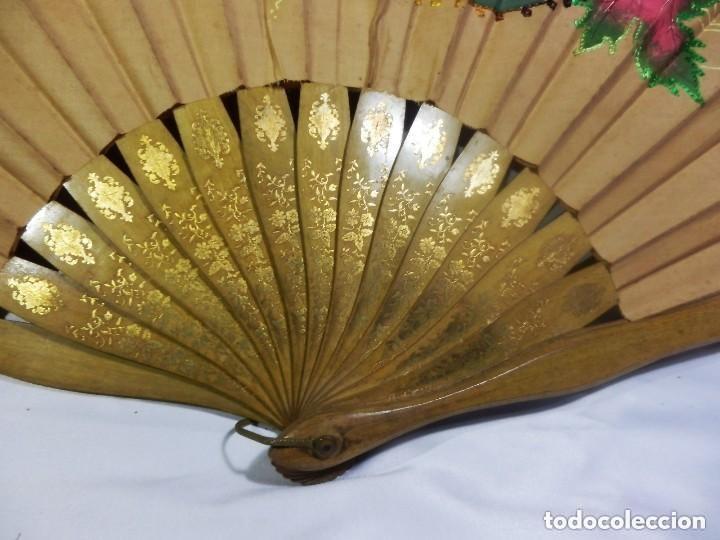 Antigüedades: Abanico pericón ca 1920 en madera y textil con paisaje pintado a mano y bordados - 54cms - Foto 2 - 128919931