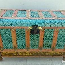 Antigüedades: BAUL DE CHAPA Y MADERA. Lote 128979171
