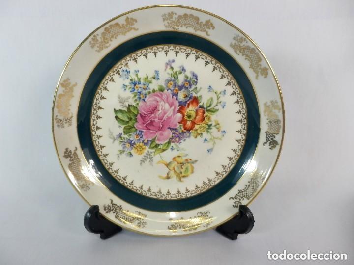 Antigüedades: Preciosa pareja de platos de porcelana Limoges con delicadas rosas. Detalles pintados a mano. - Foto 2 - 128985699