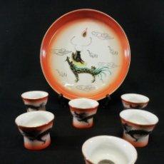 Antiquités: JUEGO DE SAKE JAPONÉS CON IMÁGENES ERÓTICAS EN EL INTERIOR. Lote 128989183