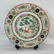 Antigüedades: PLATO ORIENTAL PINTADO A MANO MEDIADOS S XX GRAN FINEZA EN DETALLES DE PINTURA Y PORCELANA. Lote 128990595