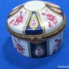 Antigüedades: CAJITA DE PORCELANA FINA DECORADA - FINE PORCELAIN. Lote 128992511
