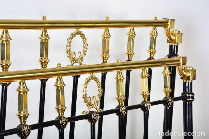 Antigüedades: Cama antigua sin largueros - Cabecero o piecero sueltos - Hierro negro y dorado - Foto 4 - 128993879