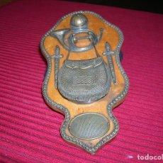 Antigüedades: ANTIGUO ADORNO TIPO METOPA .METAL Y MADERA.. Lote 129005667