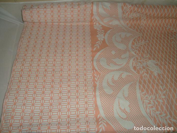 Antigüedades: ANTIGUA COLCHA DE ALGODÓN ROSA Y BLANCO 248cm x 204cm. - Foto 2 - 129008539