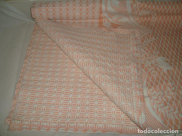 Antigüedades: ANTIGUA COLCHA DE ALGODÓN ROSA Y BLANCO 248cm x 204cm. - Foto 4 - 129008539