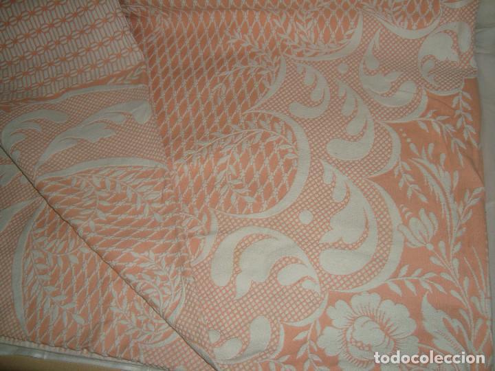 Antigüedades: ANTIGUA COLCHA DE ALGODÓN ROSA Y BLANCO 248cm x 204cm. - Foto 9 - 129008539
