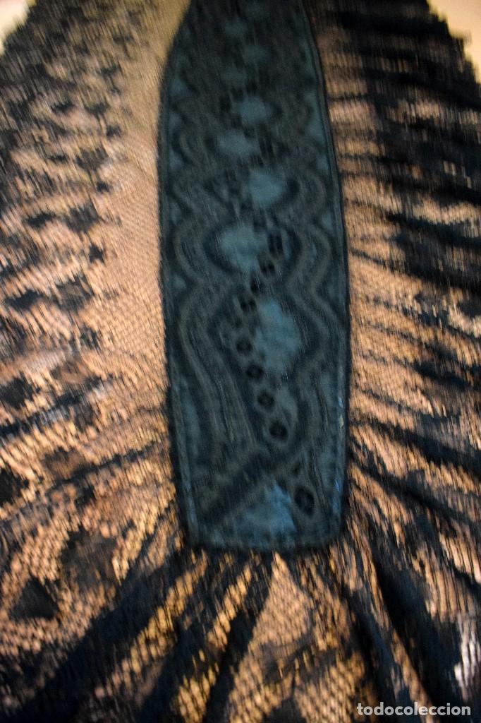 Antigüedades: Maravillosa mantilla de terno S XVIII - XIX moare, pedreria y tul bolillo manual Pieza museable. - Foto 3 - 129018203