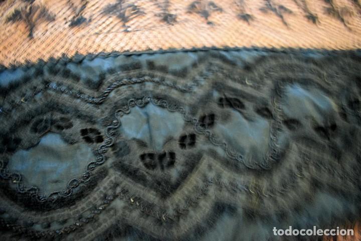 Antigüedades: Maravillosa mantilla de terno S XVIII - XIX moare, pedreria y tul bolillo manual Pieza museable. - Foto 10 - 129018203