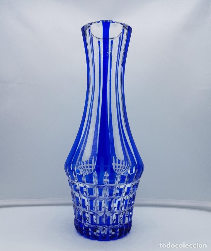 Antigüedades: Magnífico jarrón florero antiguo en cristal de bohemia azul añil bellamente tallado . - Foto 3 - 182412005
