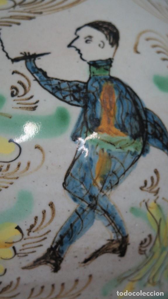 Antigüedades: GRAN CANTARO DE PUENTE DEL ARZOBISPO. RARA MOTIVO HOMBRE FUMANDO. FECHADO 1899 - Foto 7 - 129031507